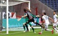 Frankfurt Tundukkan Schalke